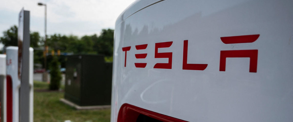 Tesla launch chip to train AI models in data centers